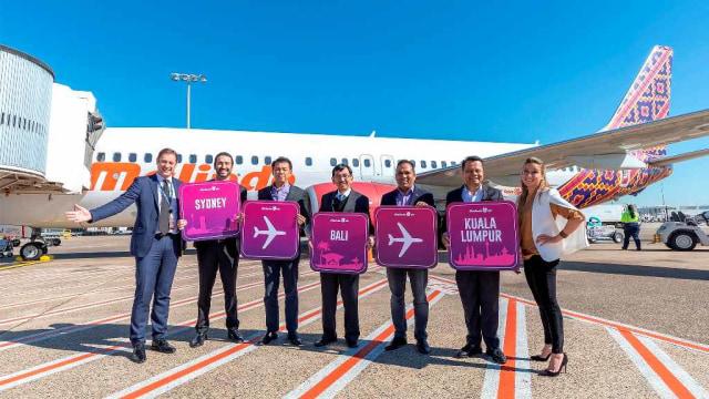 Penerbangan perdana maskapai Malindo Air rute Kuala Lumpur-Sydney melalui Denpasar, Bali.