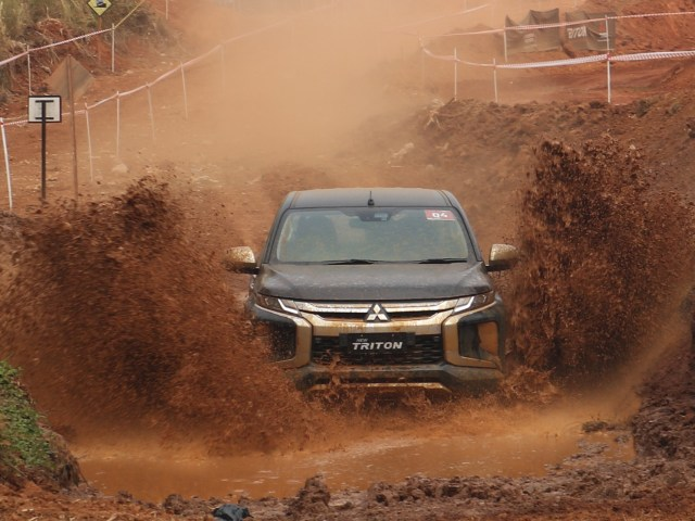otomotif, mitsubishi, new triton, indonesia. off road