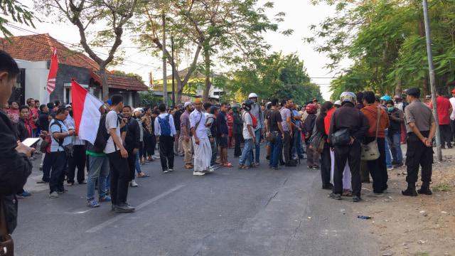 Sejumlah massa datangi asrama mahasiswa