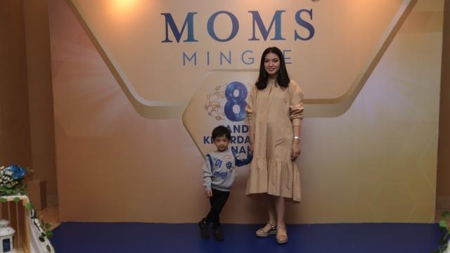 Jan Ethes dan Selvi Ananda di Moms Mingle.