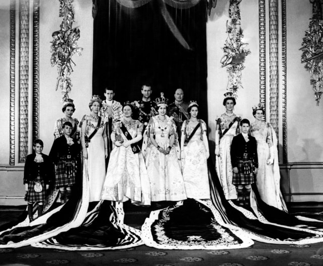 Potret Lawas Royal Family, dari Ratu Elizabeth hingga Meghan Markle (2970)