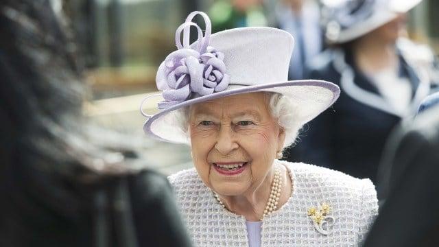 Mau Keliling Dunia Bareng Ratu Elizabeth II?? Ini Caranya (18709)