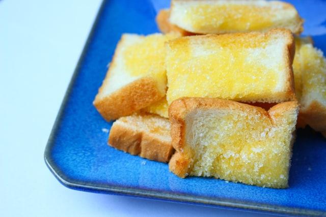Ilustrasi Roti Lapis Gula dan Mentega
