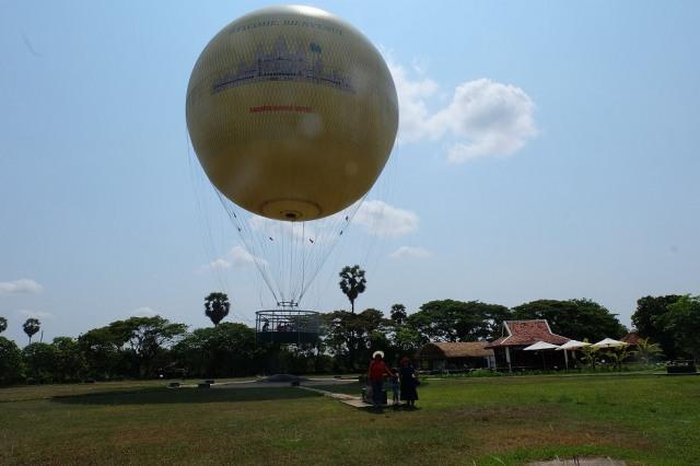 Naik Balon Udara di Kamboja.JPG