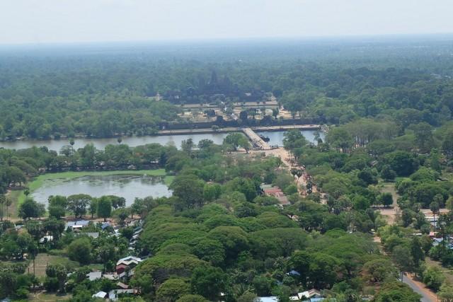 Angkor Wat dari ketinggian.JPG