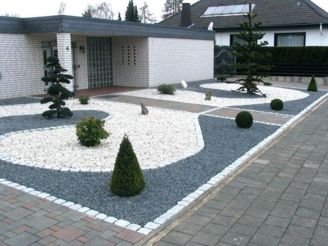 taman depan rumah sederhana dengan batu kering