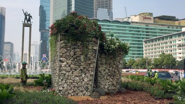 Instalasi gabion di Bundaran HI, Jakarta Pusat