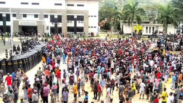 DPR Akan Panggil Panglima dan Kapolri soal Penyelesaian Konflik Papua (40558)