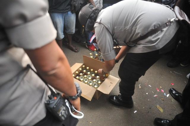 Penjelasan Polisi soal Pembagian Miras ke Mahasiswa Papua di Bandung (12393)