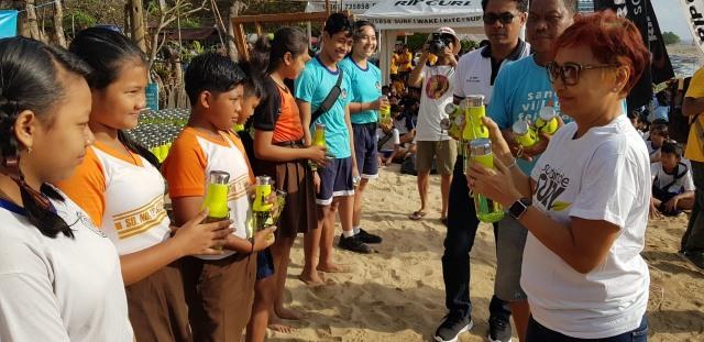Video : Serunya Anak-anak SD Gelar Beach Clean Up di Pantai Sanur (68455)
