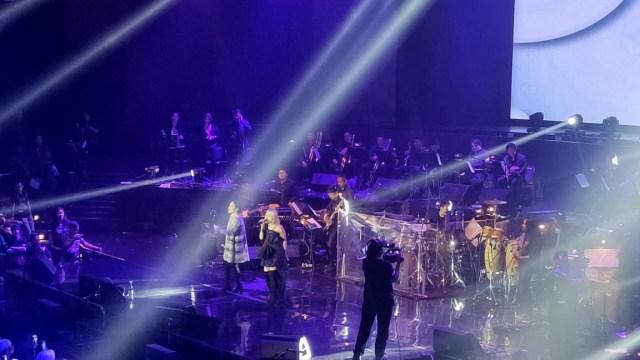 Nagita Slavina dan Rinni Wulandari tampil di konser Nicky Astria