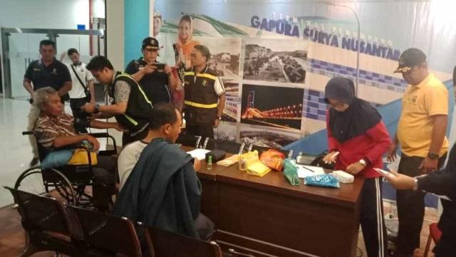Penumpang KM Santika Nusantara yang terbakar di perairan Masalembu