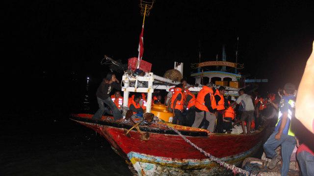 Jenazah Korban KM Santika Nusantara yang terbakar di perairan Masalembu (NOT COVER)