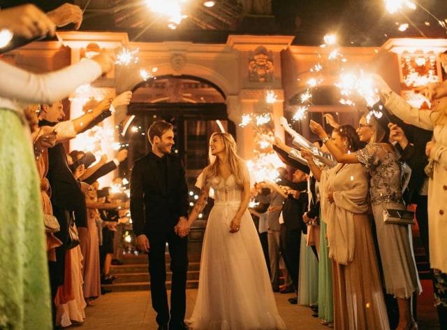 Pernikahan Sederhana Youtuber Pewdiepie (1409)