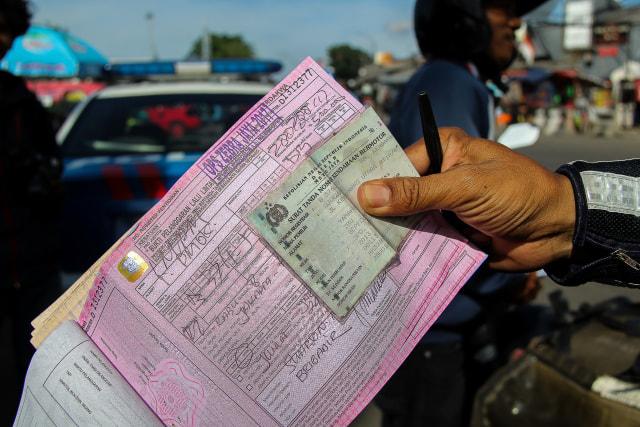 Tak Terima Ditindak, Oknum PNS Buang Surat Tilang (552934)