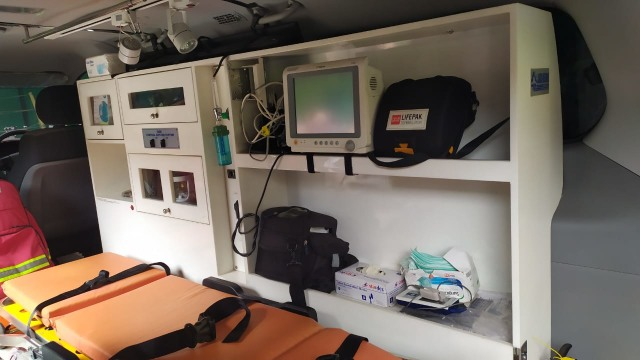 Kadinkes Tangerang Bongkar Isi Ambulans yang Tak Bisa Antar Jenazah (94860)