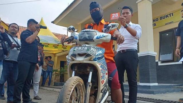 Rekonstruksi pembunuhan keluarga di Serang