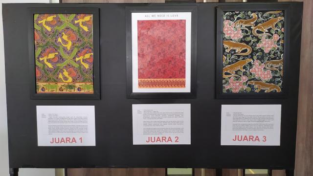 Contoh industri kreatif batik yang terinspirasi dari keanekaragaman hayati di Indonesia.
