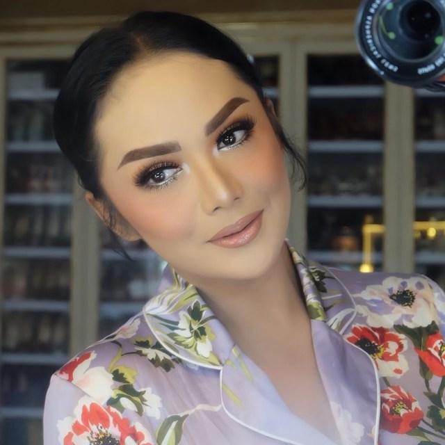 5 Make Up Artist Ternama di Indonesia (14985)