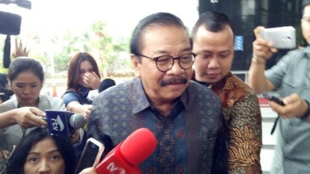 Taat Hukum, Pakde Karwo Penuhi Panggilan KPK (404066)