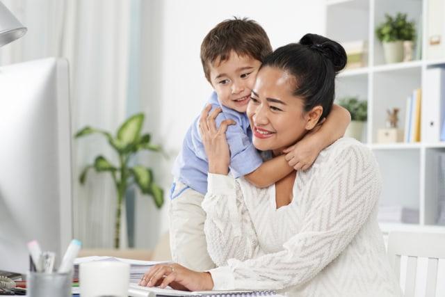 com-Ilustrasi kedekatan ibu dan anak.