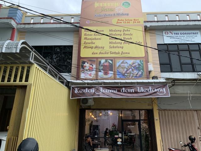 Kedai Jamu Herbal 'Kekinian' di Pontianak (2994)
