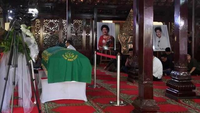 Siti Habibah wafat, Suasana di rumah duka Pendopo Rumah Duka Puri Cikeas