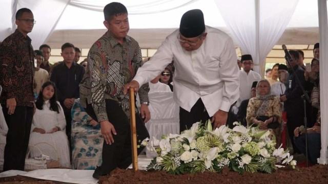 Salam Perpisahan SBY kepada Sang Ibunda (304488)