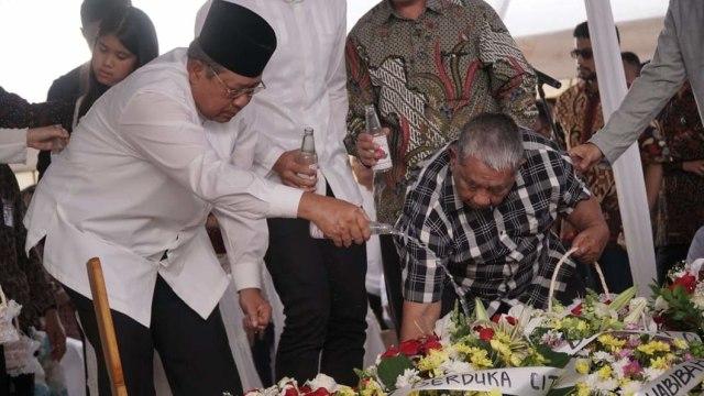 Salam Perpisahan SBY kepada Sang Ibunda (304485)