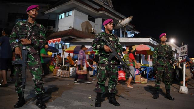 Pengamanan pascaunjuk rasa warga Papua, Prajurit Korps Marinir TNI AL berjaga di Pelabuhan Jayapura