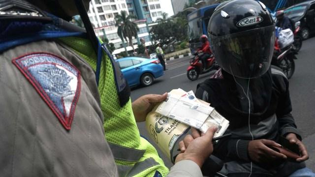 Hari ke-5 Operasi Patuh Jaya 2020, Mayoritas Pelanggar Pemotor Tak Pakai Helm (359750)