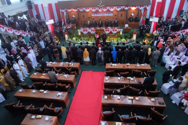 Agus dan Ade Angga Pimpin DPRD Tanjungpinang Sementara (159611)