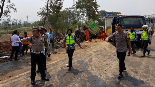 Kecelakaan Maut di Tol Cipularang Diduga karena Truk Terguling (749891)