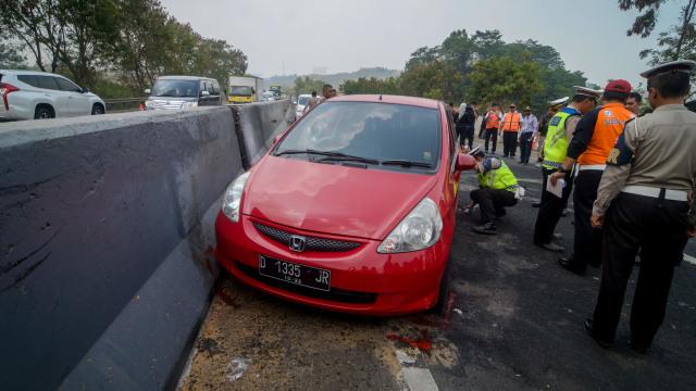 Foto: Olah TKP Kecelakaan Maut Tol Cipularang KM 91 (31696)