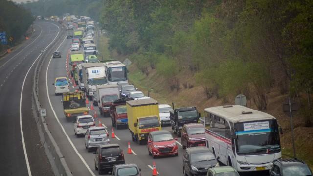 Foto: Olah TKP Kecelakaan Maut Tol Cipularang KM 91 (31697)