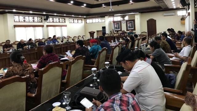Rapat Perdana, 22 Anggota DPRD Bali Membolos (26532)