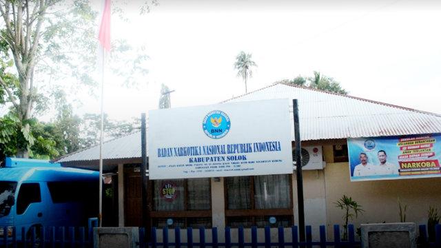 Diduga Edarkan Narkoba, BNN Kabupaten Solok Tangkap Seorang Sopir (737117)