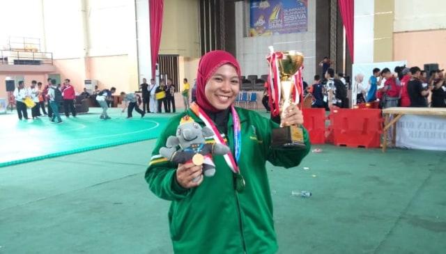 Siswi Smk Negeri 1 Pasuruan Raih Medali Emas O2sn Di Banda Aceh Kumparan Com