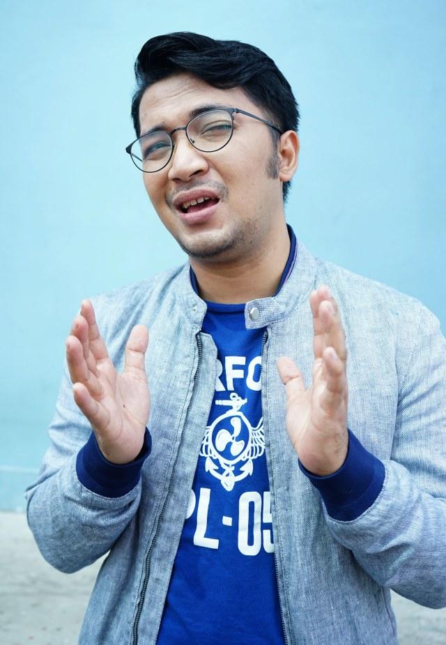 Penyanyi Ihsan Taroreh saat ditemui dikawasan Tendean, Jakarta, Selasa