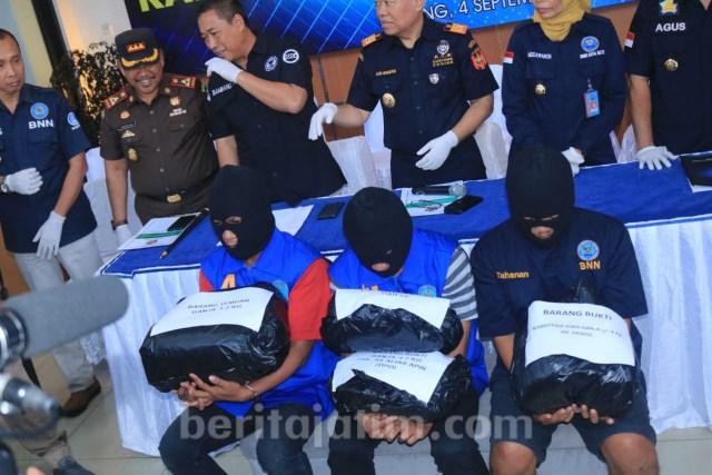 BNN dan Bea Cukai Gagalkan Pengiriman 7 Kg Ganja di Malang (56321)