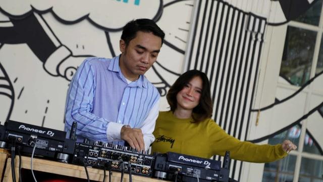 Foto: Ngobrol Bareng Dipha Barus dan Monica Karina soal 'You Move Me' (243485)