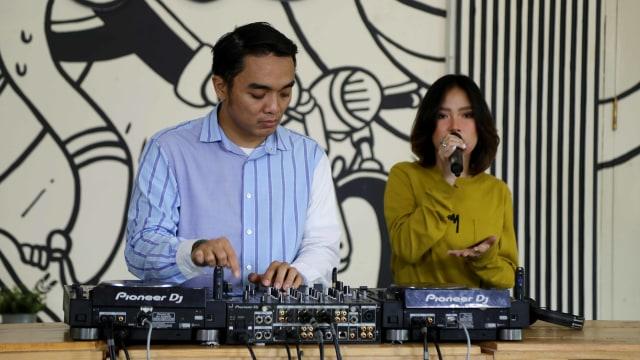 Foto: Ngobrol Bareng Dipha Barus dan Monica Karina soal 'You Move Me' (243484)
