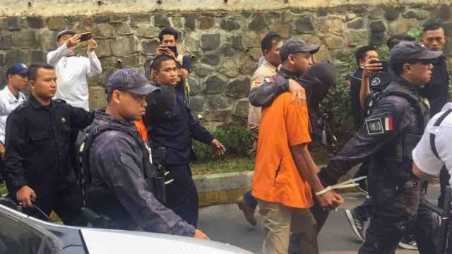Proses rekonstruksi pembunuhan Pupung dan Dana di Apartemen Kalibata City