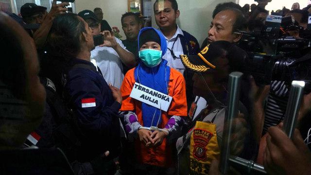 Aulia Kesuma Tertunduk Saat Rekonstruksi Pembunuhan di Kalibata City (437786)