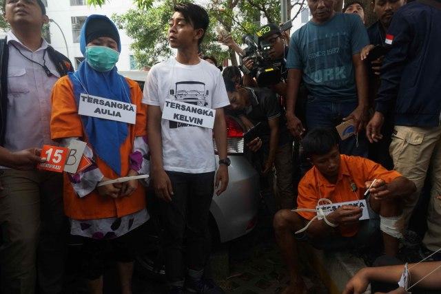 Aulia Kesuma Tertunduk Saat Rekonstruksi Pembunuhan di Kalibata City (437787)