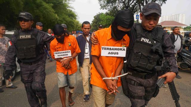 Aulia Kesuma Tertunduk Saat Rekonstruksi Pembunuhan di Kalibata City (437785)