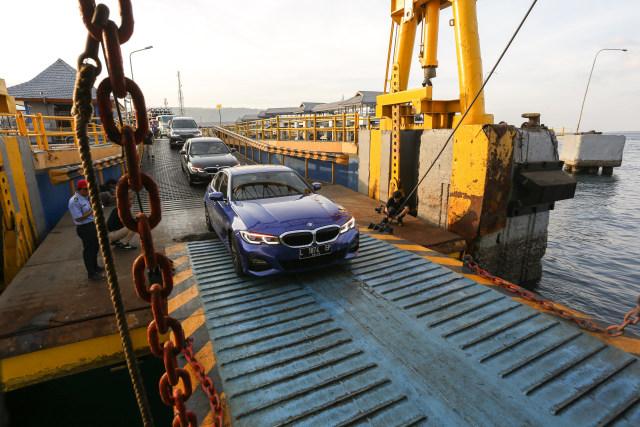 Eksplorasi BMW 330i M Sport Surabaya-Bali (127315)