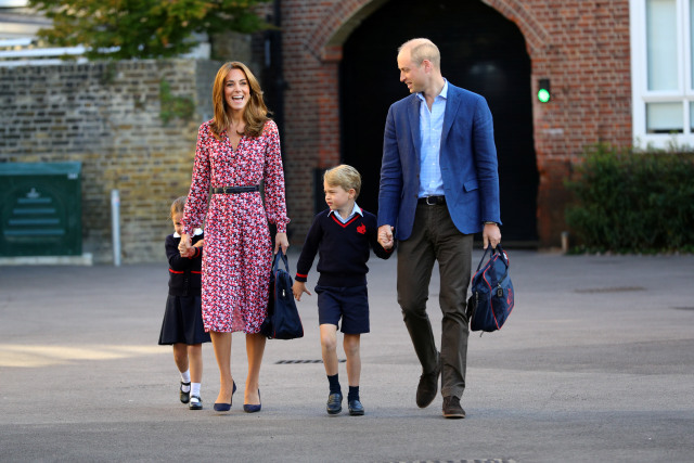 Tampilan Formal Kate Middleton Antar Anak-anaknya ke Sekolah   (953436)