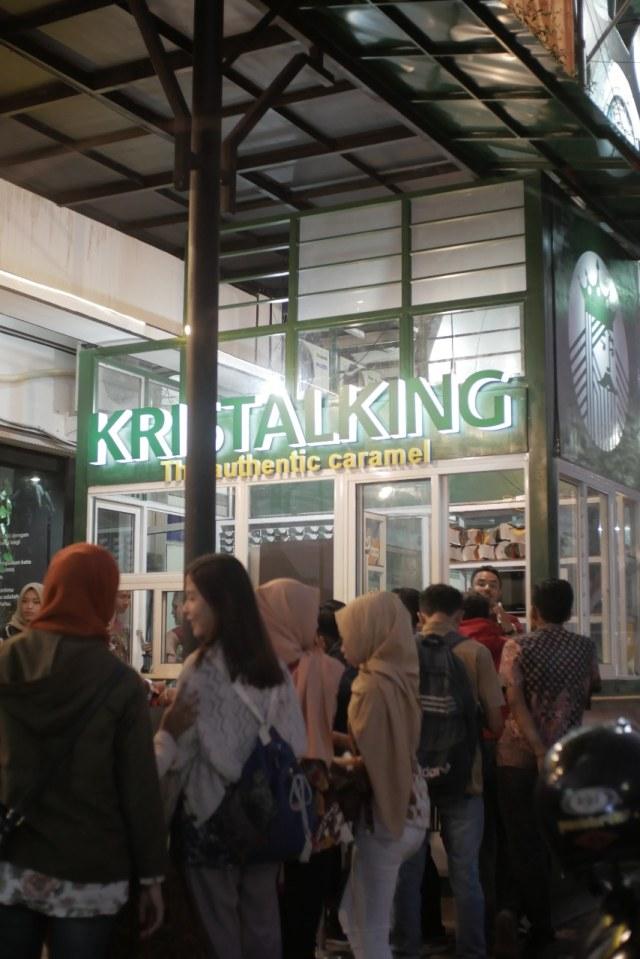 Nikmatnya Minuman Berbahan Dasar Karamel di Kristalking, Kota Malang (521839)
