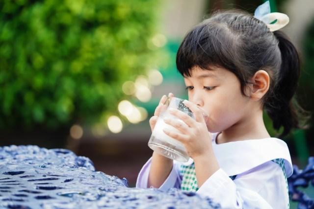 com-Arla, ilustrasi anak meminum susu